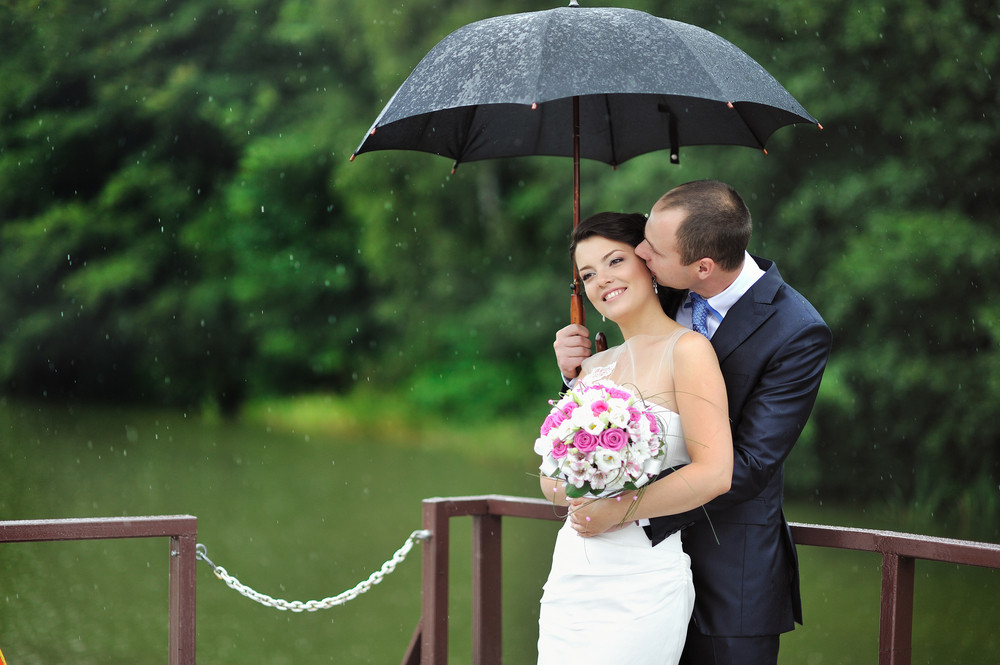 Premier Carriage - Rainy Wedding Day